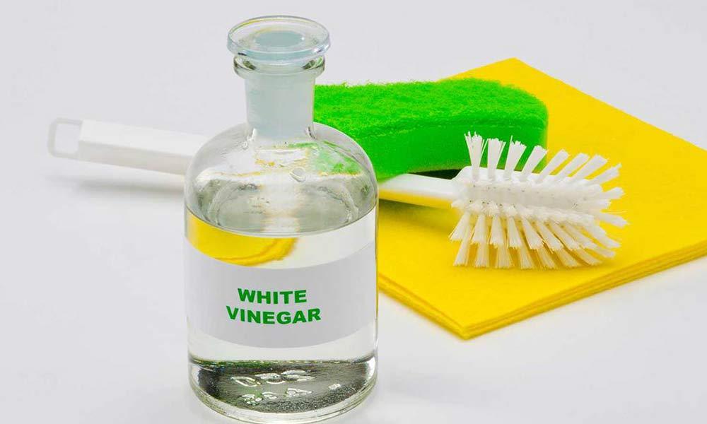 پاک کردن لکه لوازم آرایش با سرکه سفید