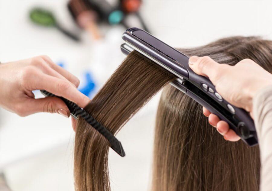 استفاده از شانه در هنگام اتو کشیدن مو