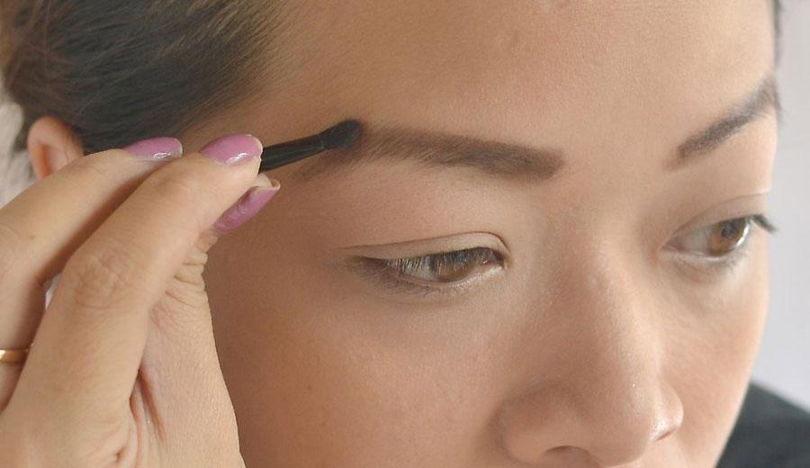 کشیدن و آرایش ابروها