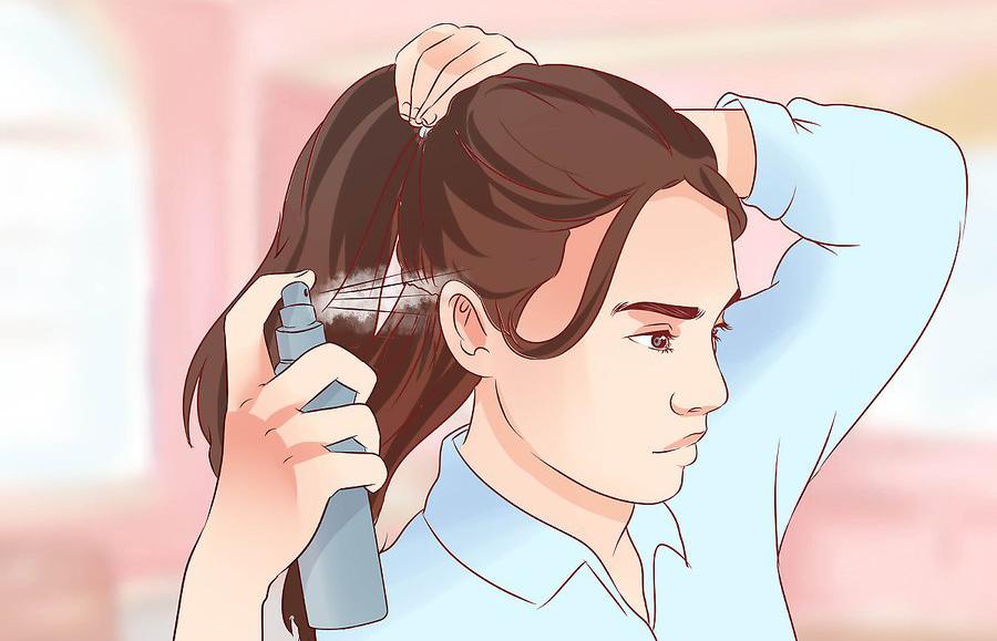 برای برداشتن گره های سخت از روی مو، از آب استفاده کنید