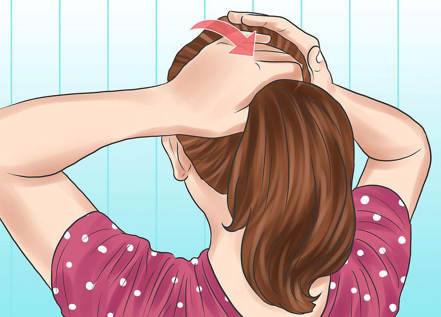 جمع کردن موها به شکل دم اسبی محکم