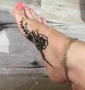 طراحی با حنا روی پا