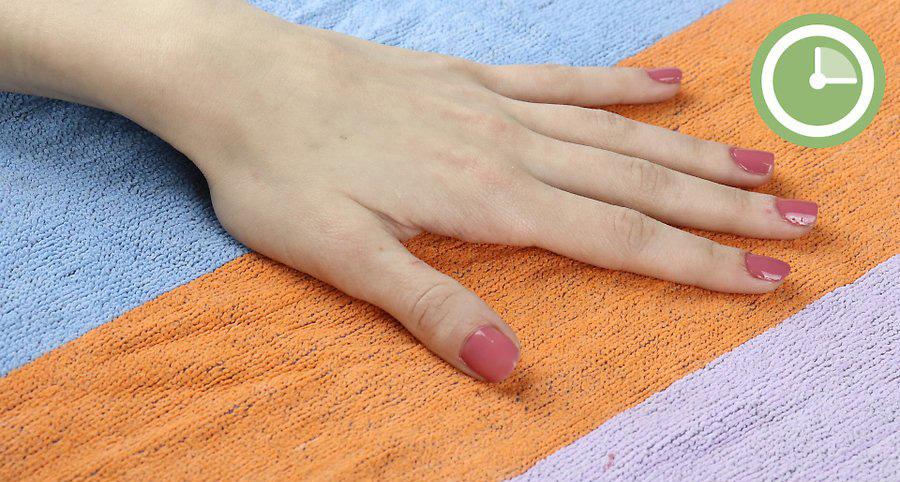اجازه دهید اولین پوشش از لاک قبل از اعمال پوشش دوم خشک شود