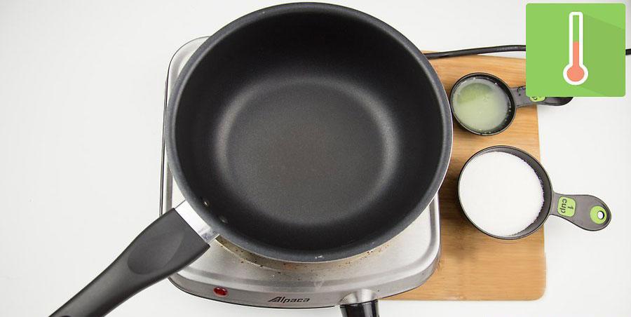 گذاشتن ظرف با اندازه متوسط روی اجاق گاز