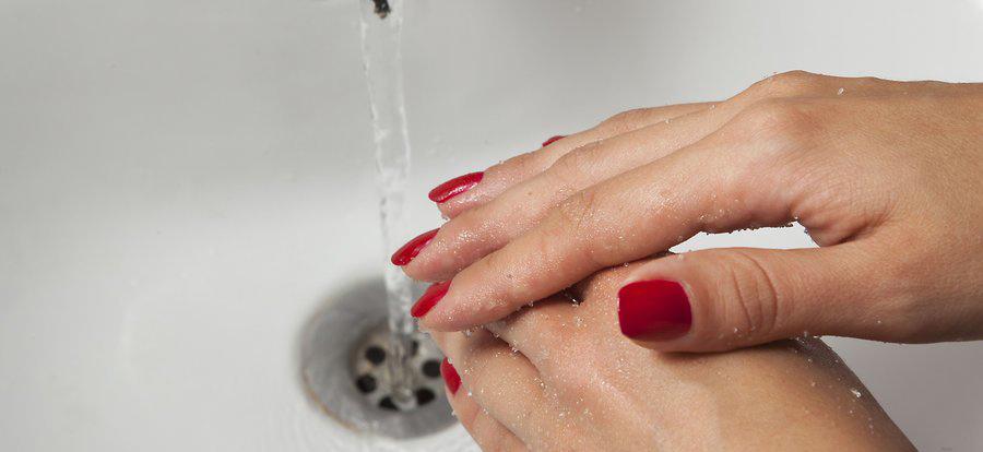 بدن خود را به خوبی با آب گرم بشویید