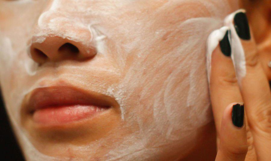 ماساژ پوست با شوینده مناسب