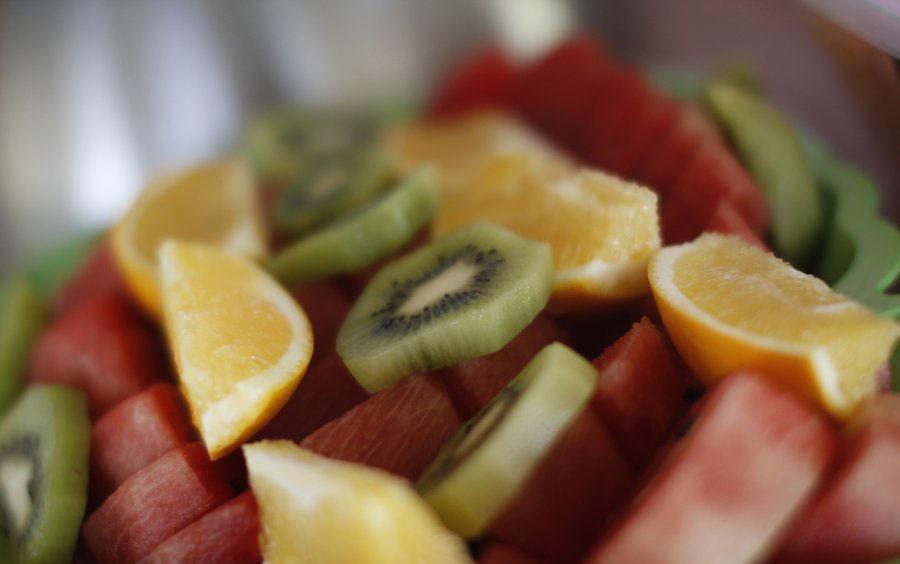 خوردن آب و غذاهای سالم