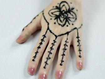 طراحی حنا روی دست